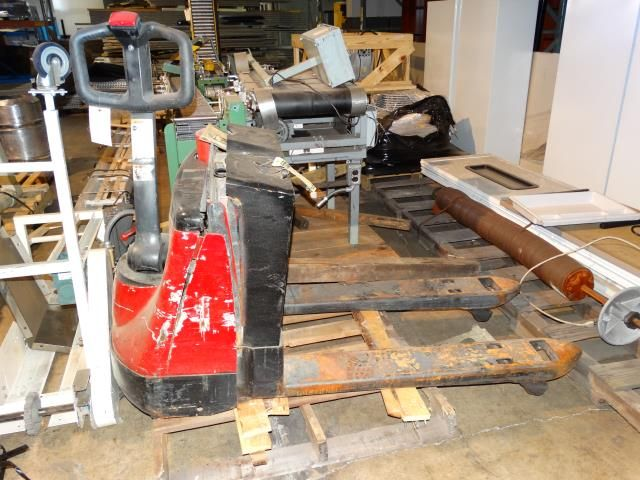 Used crown equipment wp 2035 45 electric pallet jack for Motorized pallet jack rental