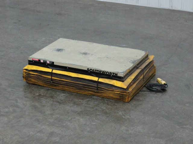 SouthWorth 2500 Pound Capacity Pallet Lift