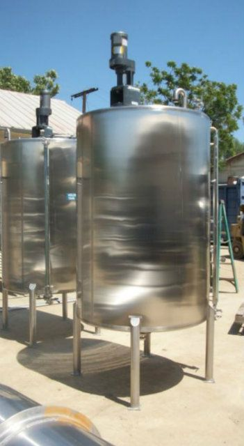 550 Gallon Stainless Steel Tanks with Agitation