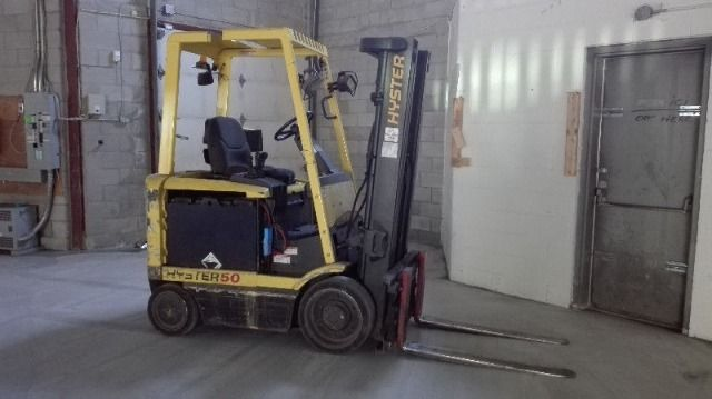 Hyster E50XM2-27 Forklift 5000 Pound Capacity