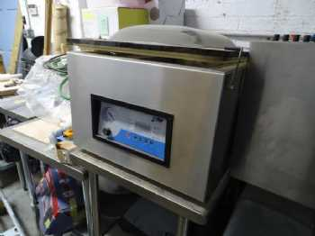 Table-Style Vacuum Packaging Machine photo